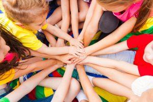retos deportivos para ninos 300x200 - 127 RETOS DIVERTIDOS PARA NIÑOS EN CASA DEPORTIVOS HACER CON AMIGOS EN FAMILIA GIMNASIA Y ACTIVIDADES JUGAR