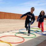 ninos jugando con aros 150x150 - 127 RETOS DIVERTIDOS PARA NIÑOS EN CASA DEPORTIVOS HACER CON AMIGOS EN FAMILIA GIMNASIA Y ACTIVIDADES JUGAR